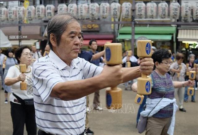 Người cao tuổi rèn luyện sức khỏe tại Tokyo, Nhật Bản. Ảnh tư liệu: AFP/TTXVN